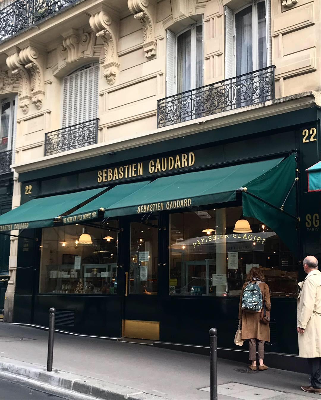 パリの素敵なケーキ屋さん