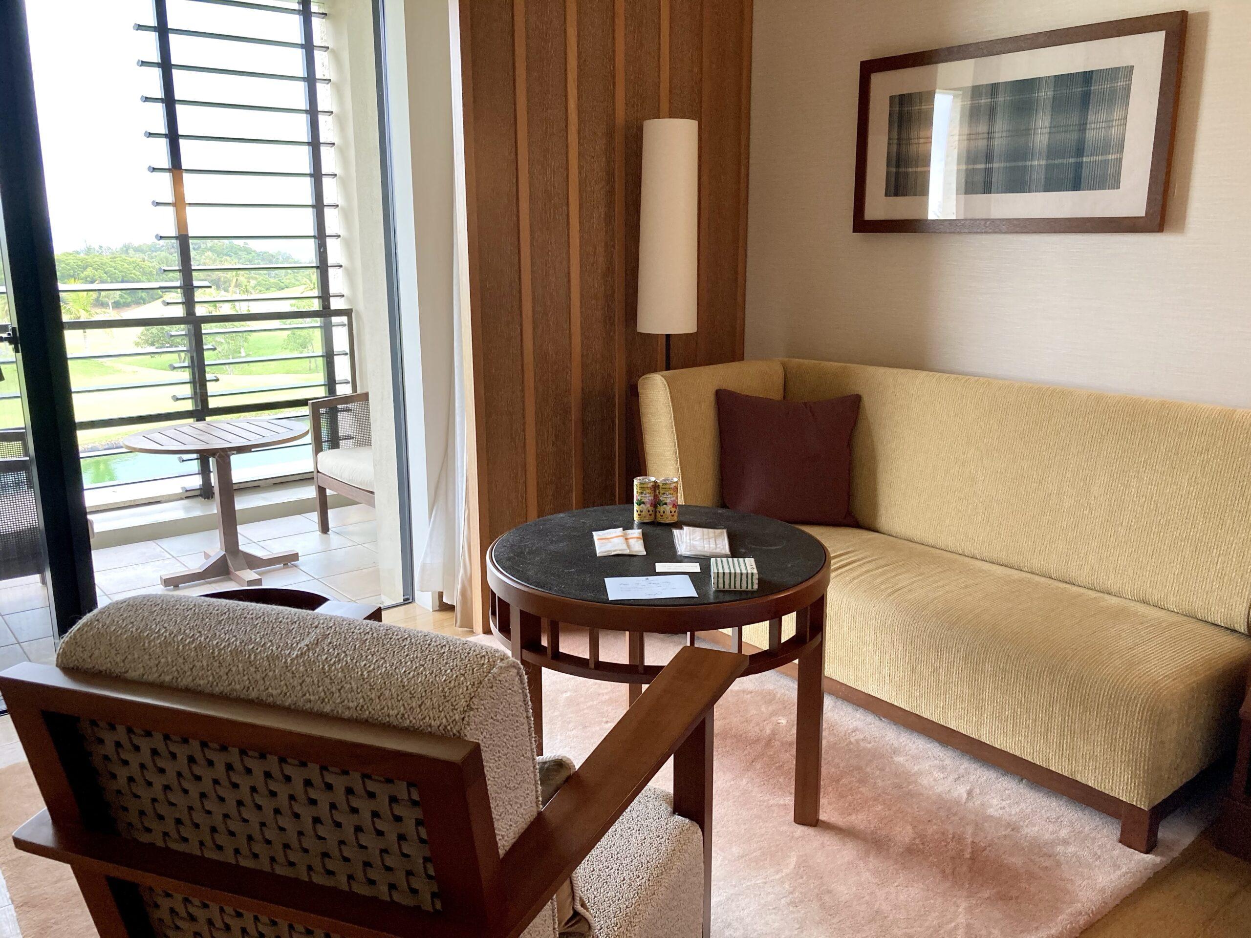 「ザリッツカールトン沖縄」リビングルームの写真