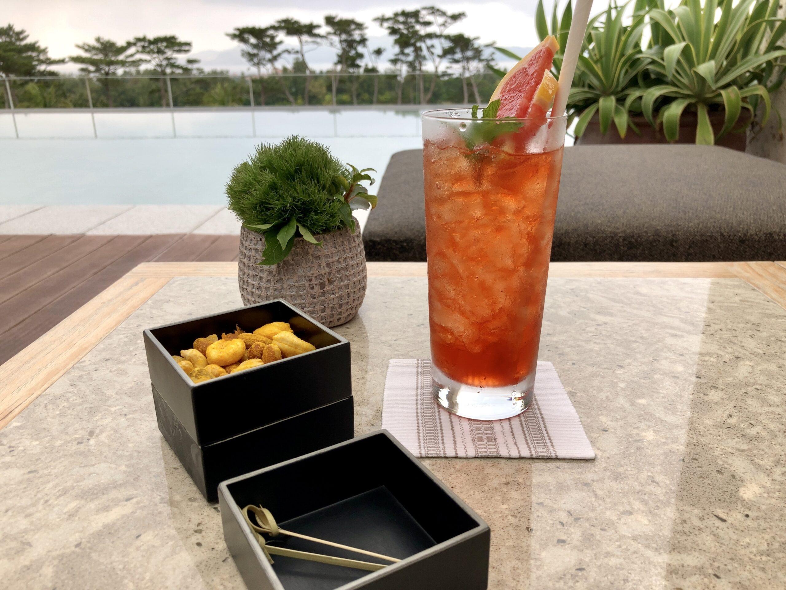 「ザリッツカールトン沖縄」ラウンジのテラスの写真