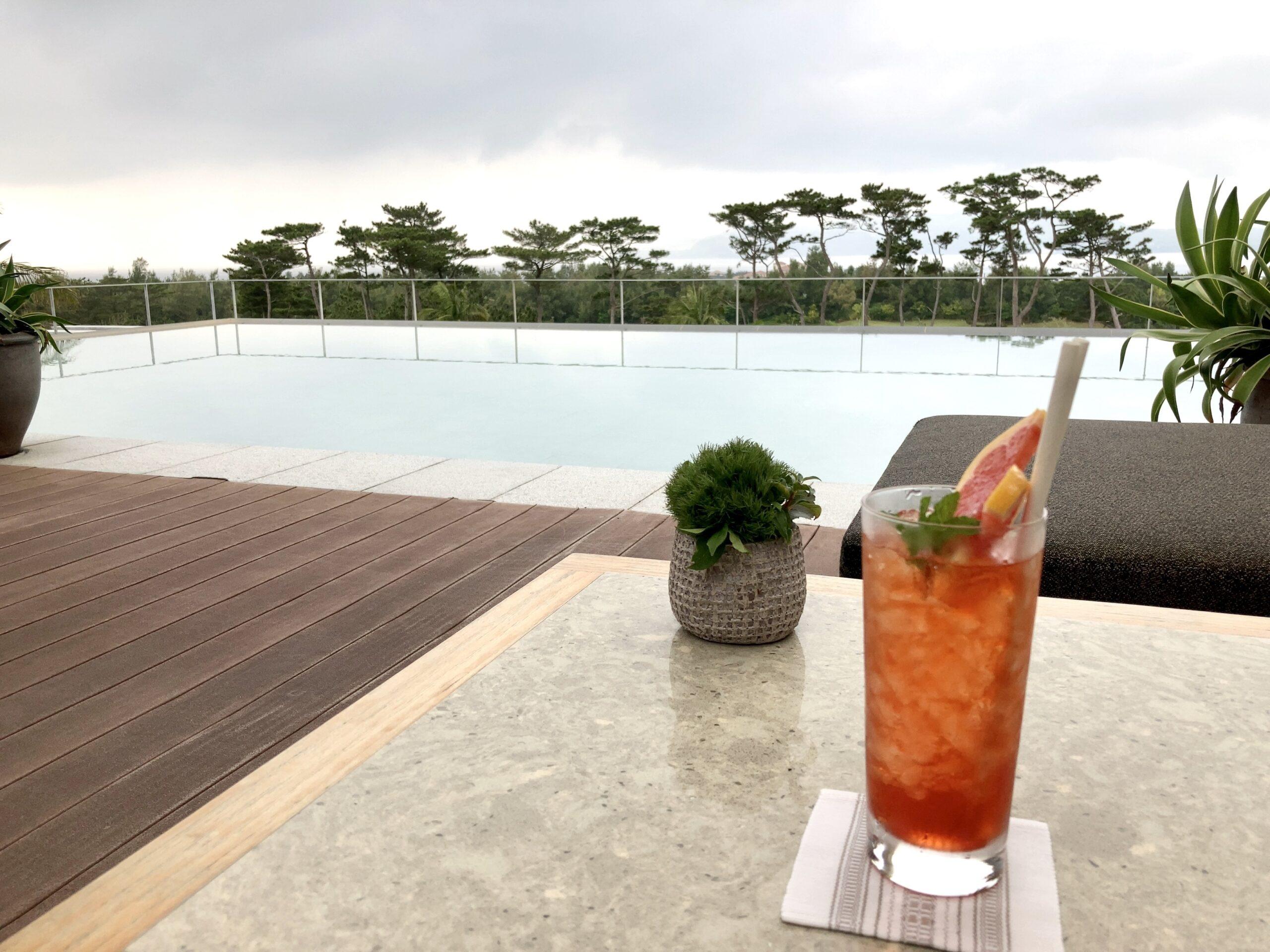 「ザリッツカールトン沖縄」テラス席の写真