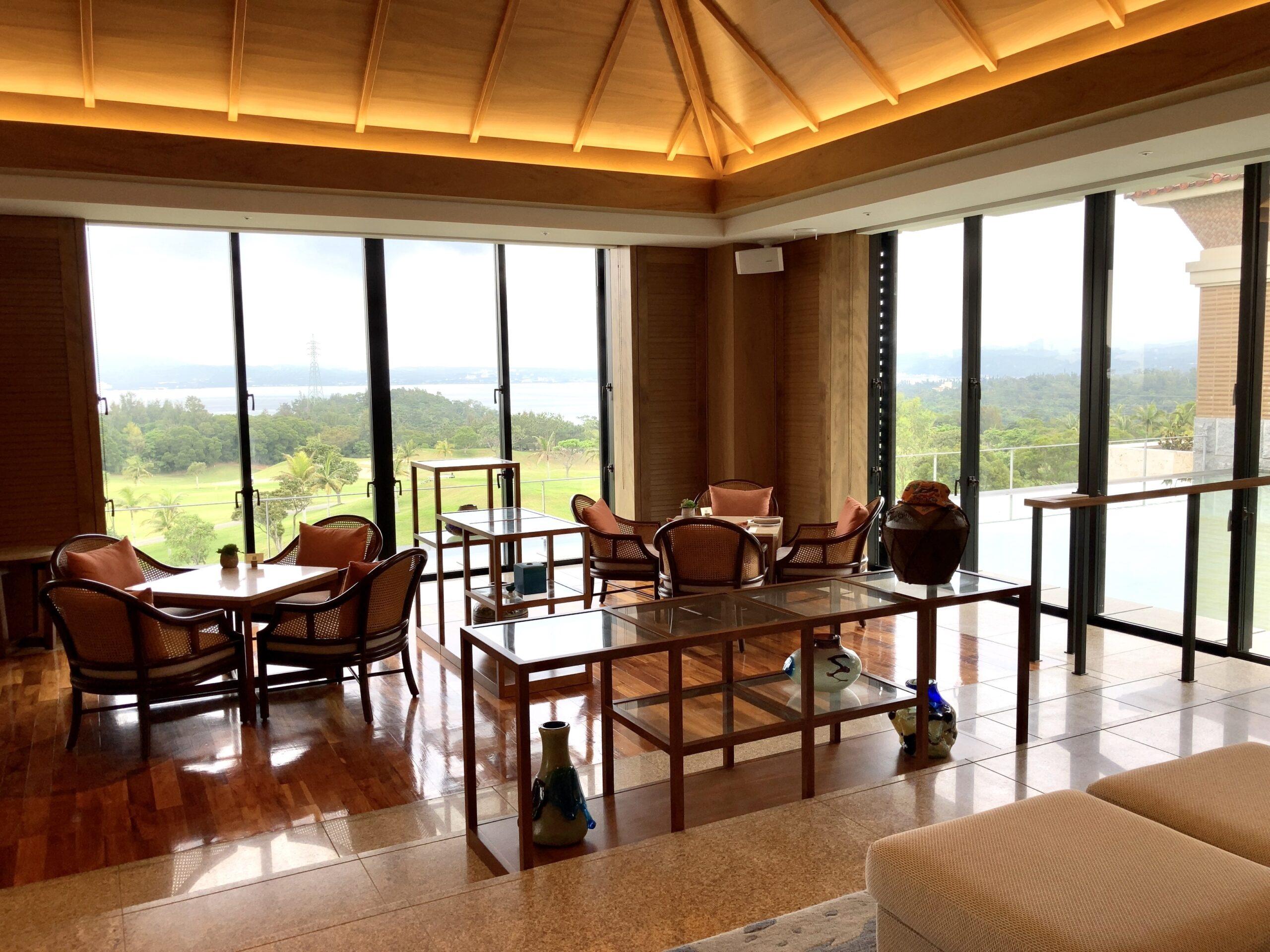 「ザリッツカールトン沖縄」ロビーラウンジからの眺めの写真