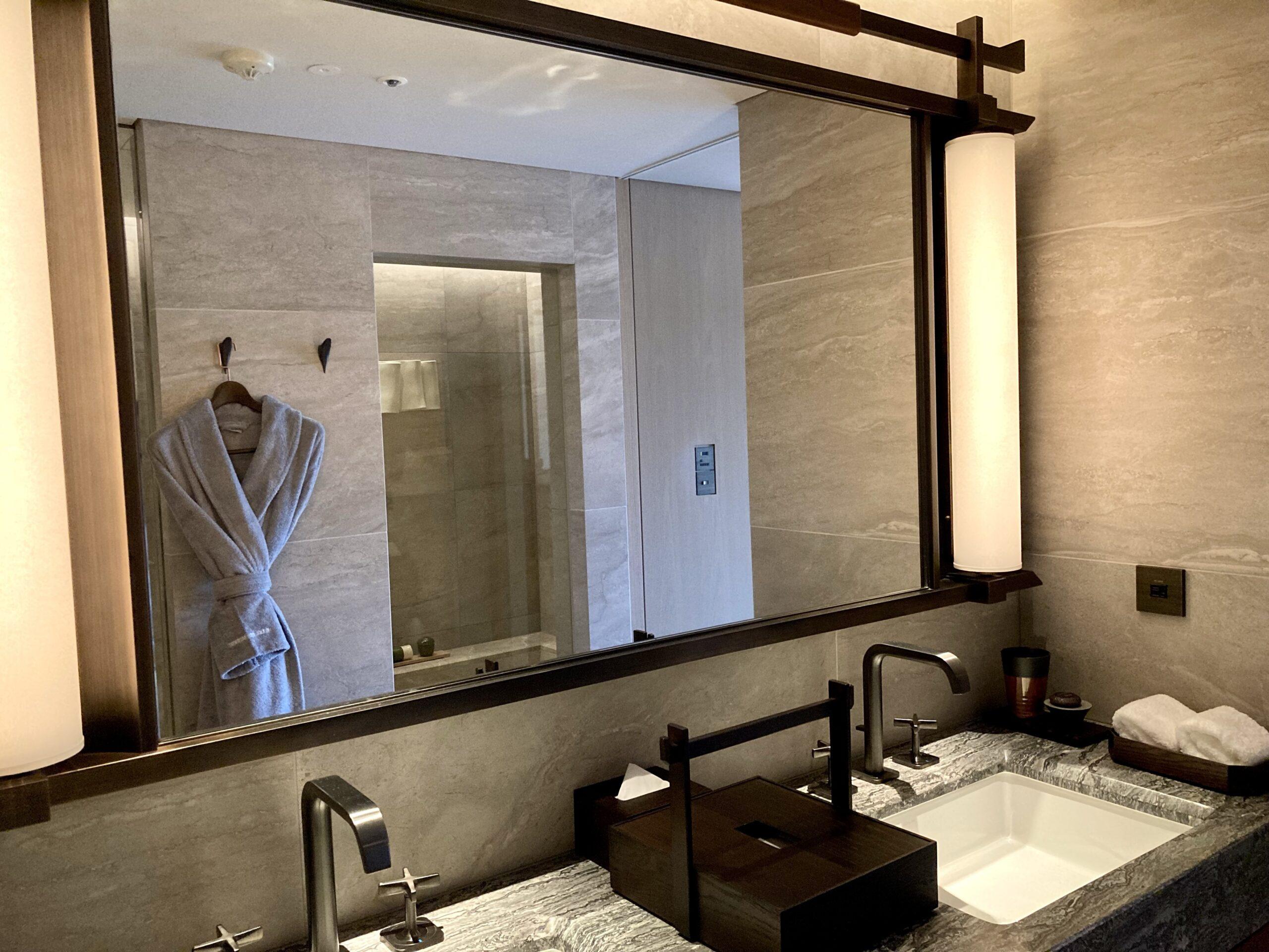 「ホテルザミツイキョウト」洗面スペースの写真