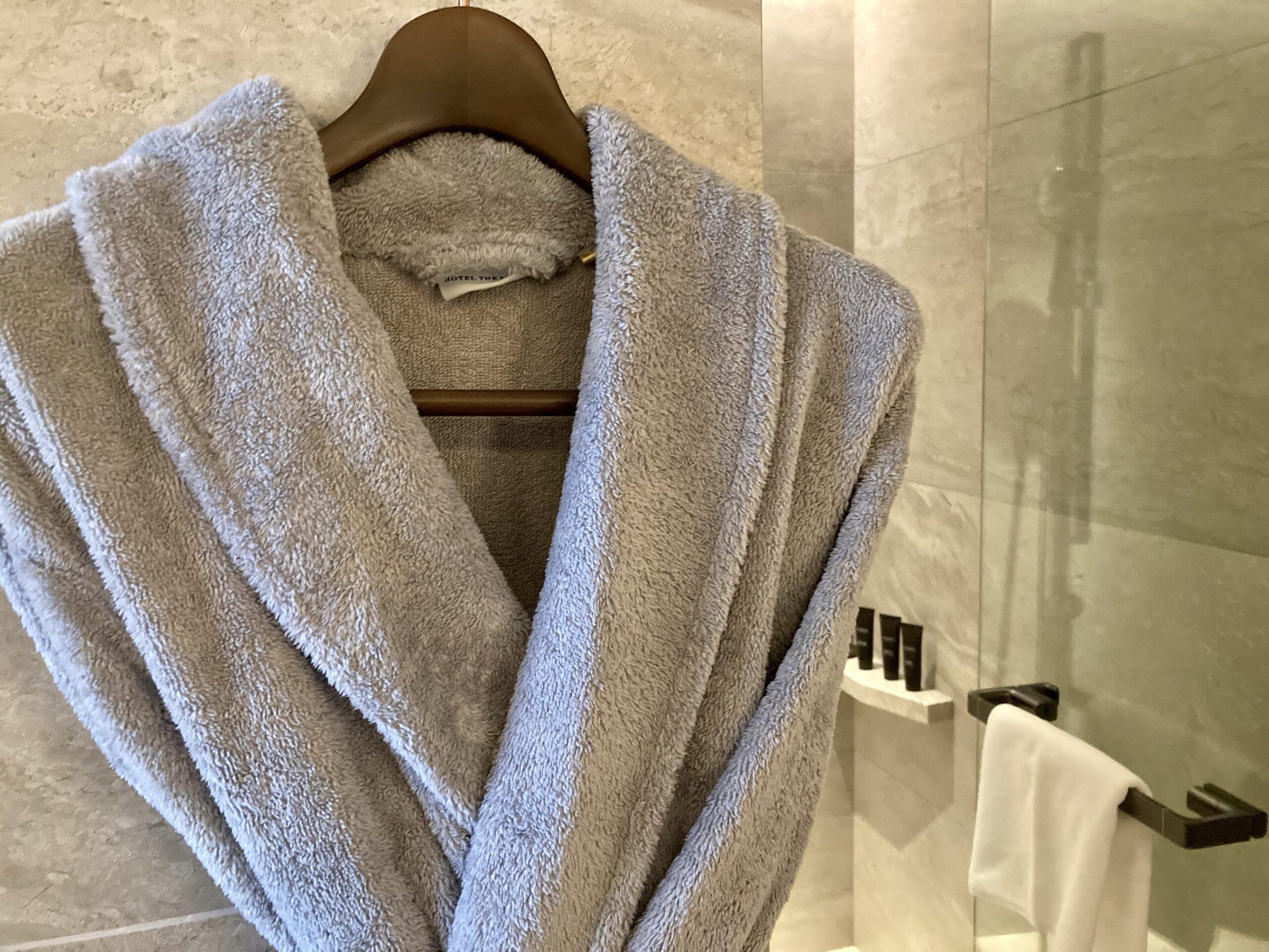 「ホテルザミツイキョウト」バスローブの写真