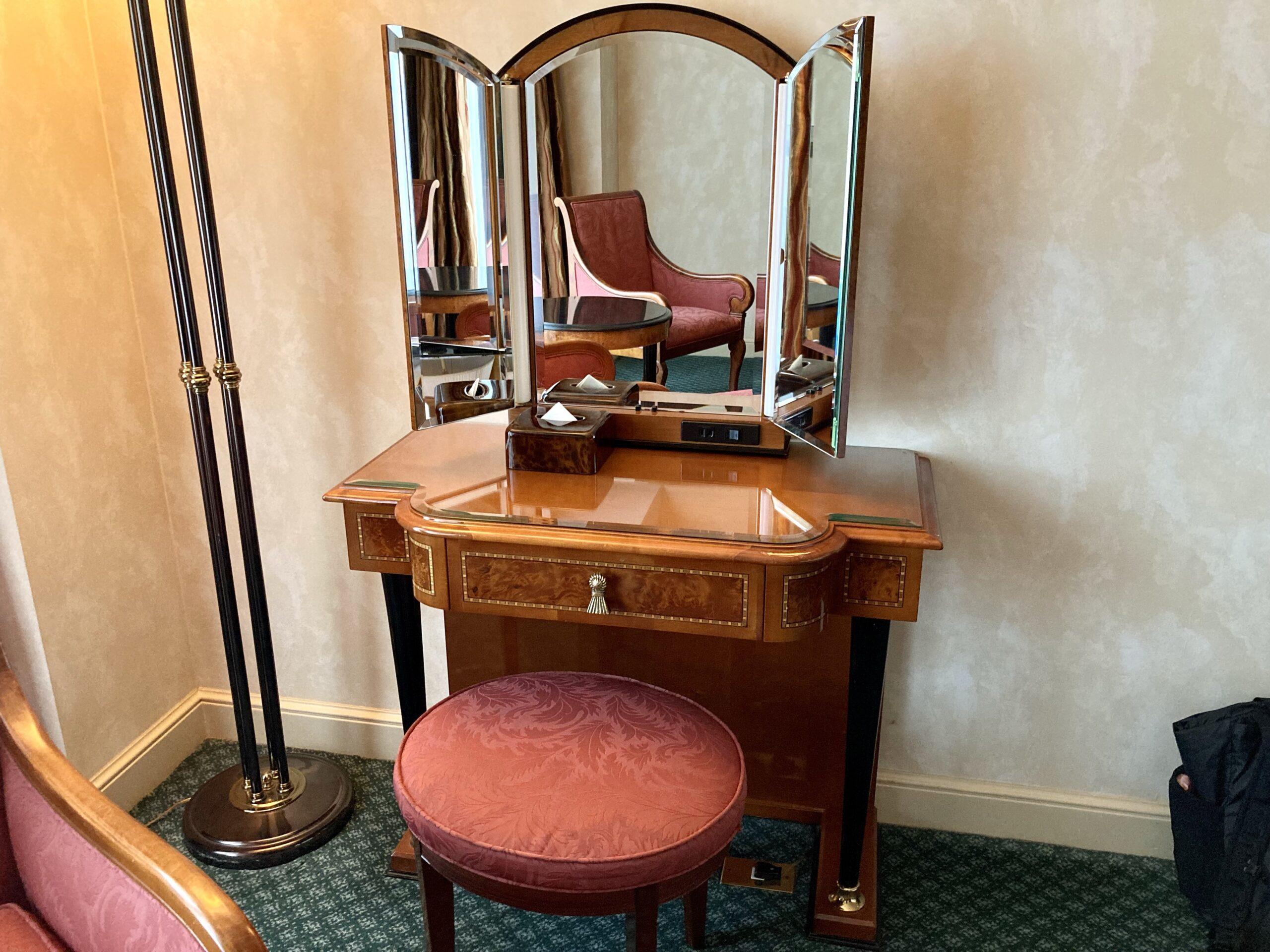 「ウェスティンホテル東京」客室のドレッサーの写真