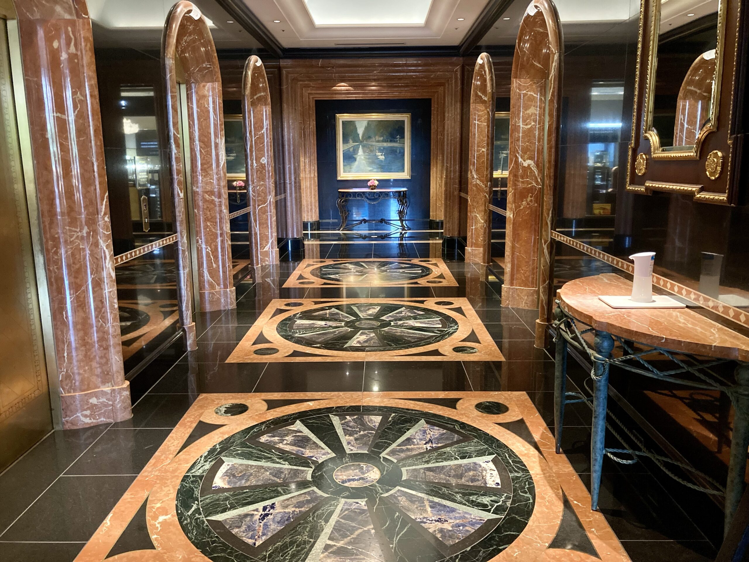 「ウェスティンホテル東京」エレベーターフロアの写真