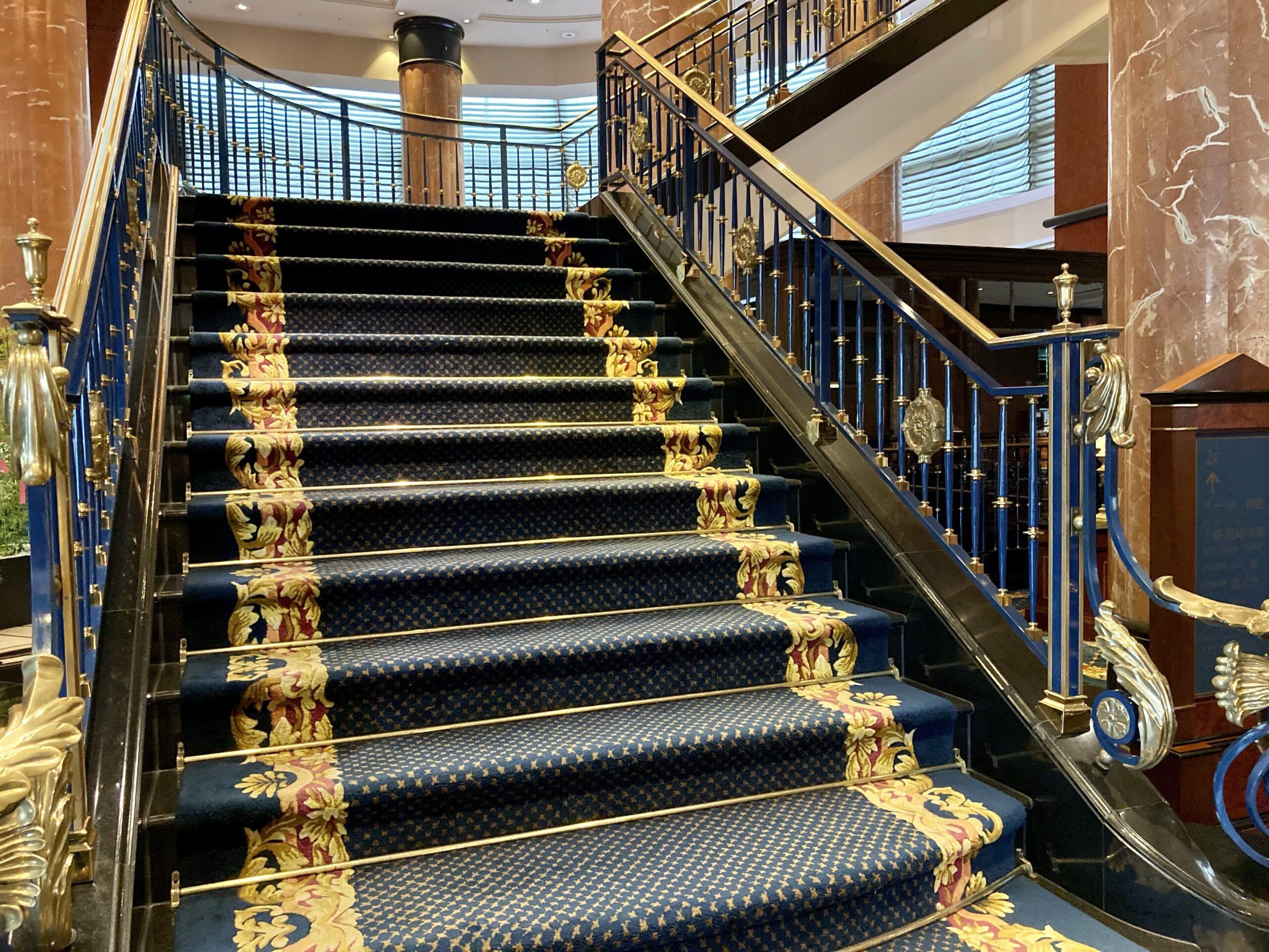 「ウェスティンホテル東京」エントランス前の階段の写真