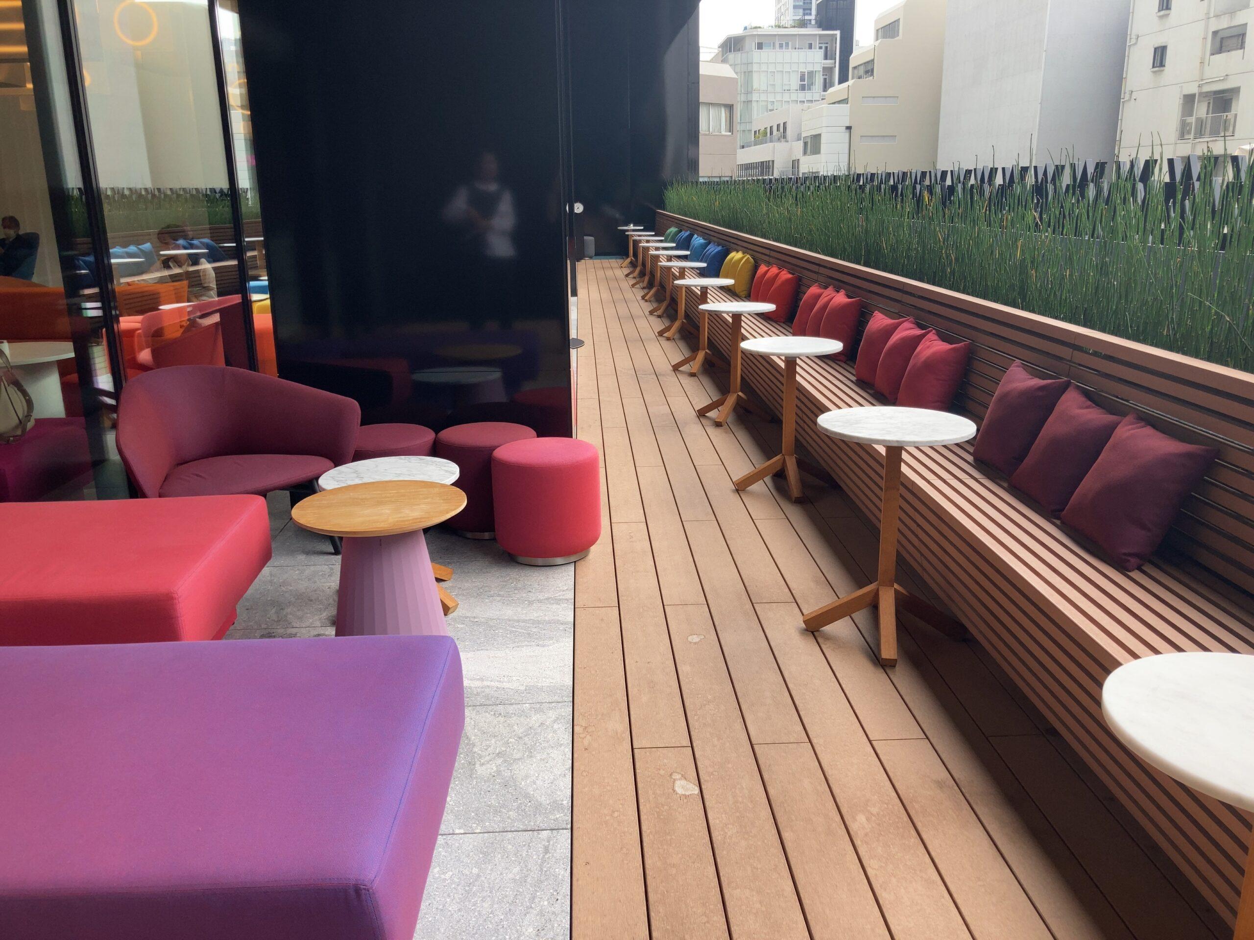 W大阪「LIVING ROOM」のテラス席