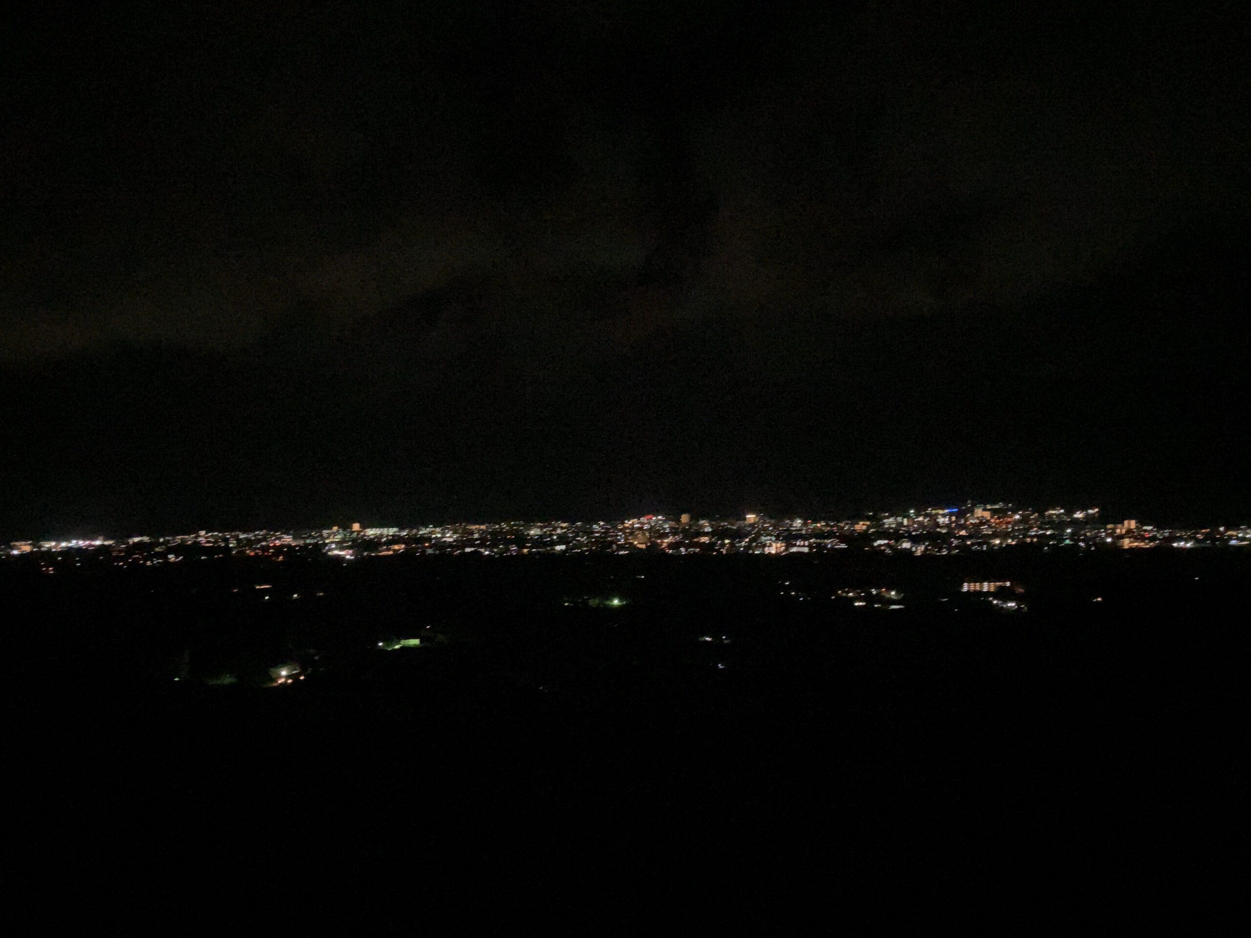 バンナ公園「エメラルドの海を見る展望台」の駐車場からの眺め